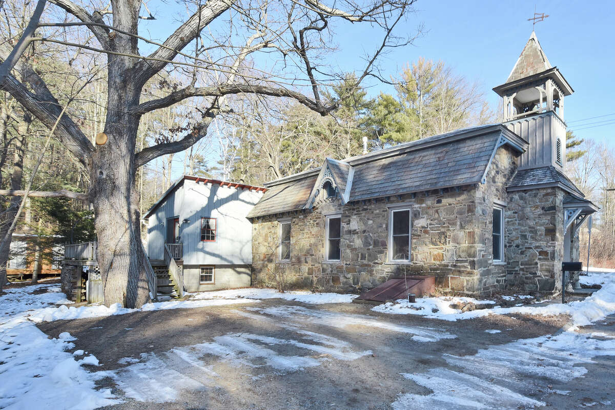 House of the Week: 229 Middle Rd., Lake George   Realtor: Ashley Nagy of Keller Williams   Discuss: Talk about this house