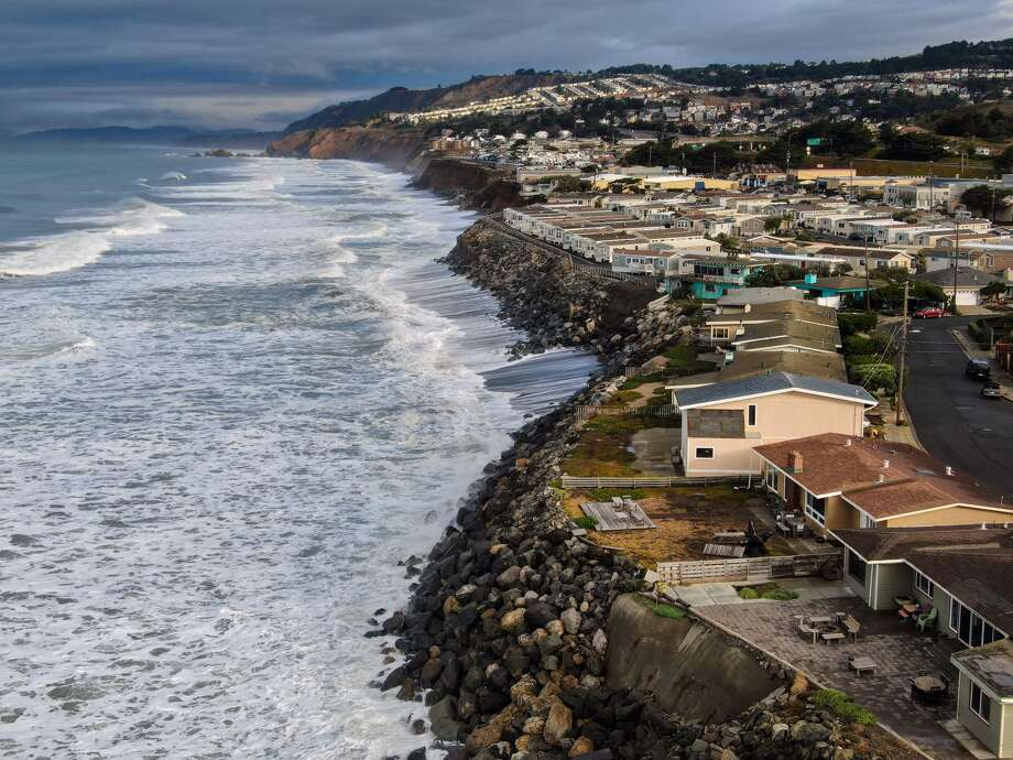 Homes along the coast in Pacifica, Calif., south of San Francisco, on Dec. 2, 2019. Coastal bluffs are so swiftly eroding here that city officials have already demolished some properties before they could fall into the water. (Chang W. Lee/The New York Times) Photo: CHANG W. LEE/NYT