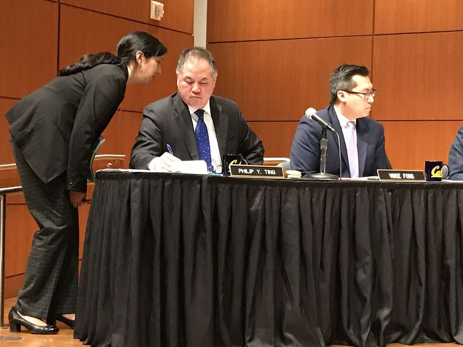 "Assembly budget subcommittee Chairman Phil Ting, D-S.F., talks to an aide at a hearing to discuss proposed ""regional bureaucrats"" for homeless funding. Photo: Kevin Fagan / The Chronicle"