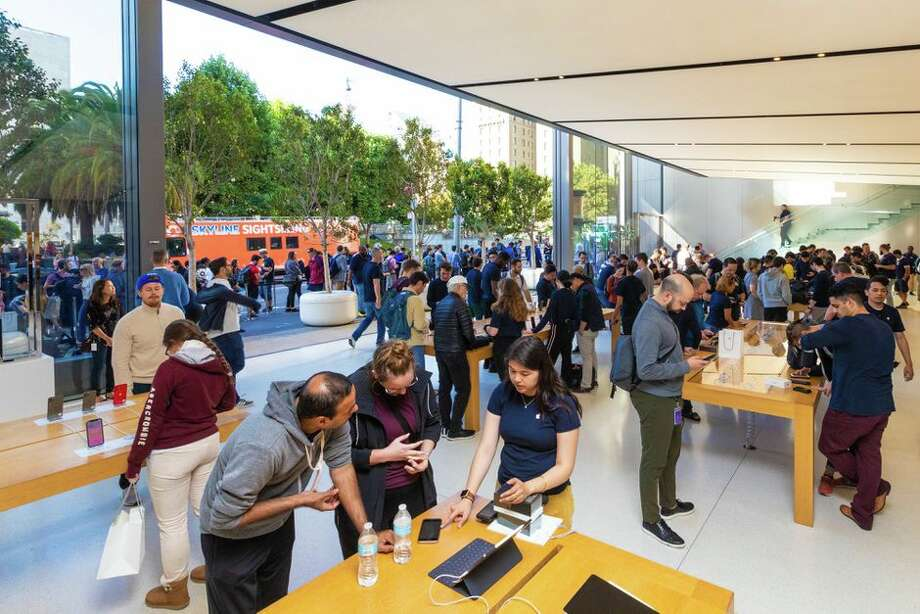 Apple store employees deserve to be paid for time spent waiting for mandatory bag searches at the end of their shifts, the California Supreme Court rules. Photo: James Martin/CNET
