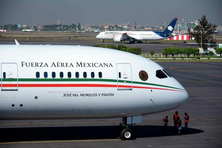 Foto tomada el 3 de diciembre del 2018 del avión presidencial de México, en el Aeropuerto Benito Juárez de Ciudad de México. Photo: Foto De Cortesía /Oficina De Prensa De La Presidencia De México / Mexican Presidential press office