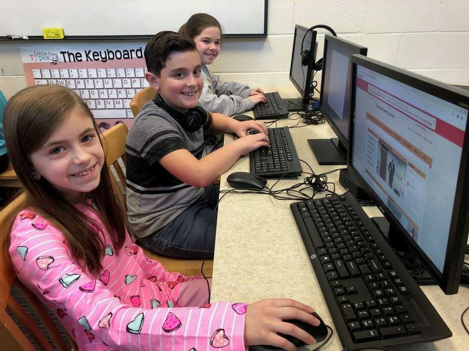 Booth Hill School fourth graders work on independent research projects under the guidance of school Library Media Specialist Andrea Clark. Photo: Brian Gioiele / Hearst Connecticut Media / Connecticut Post
