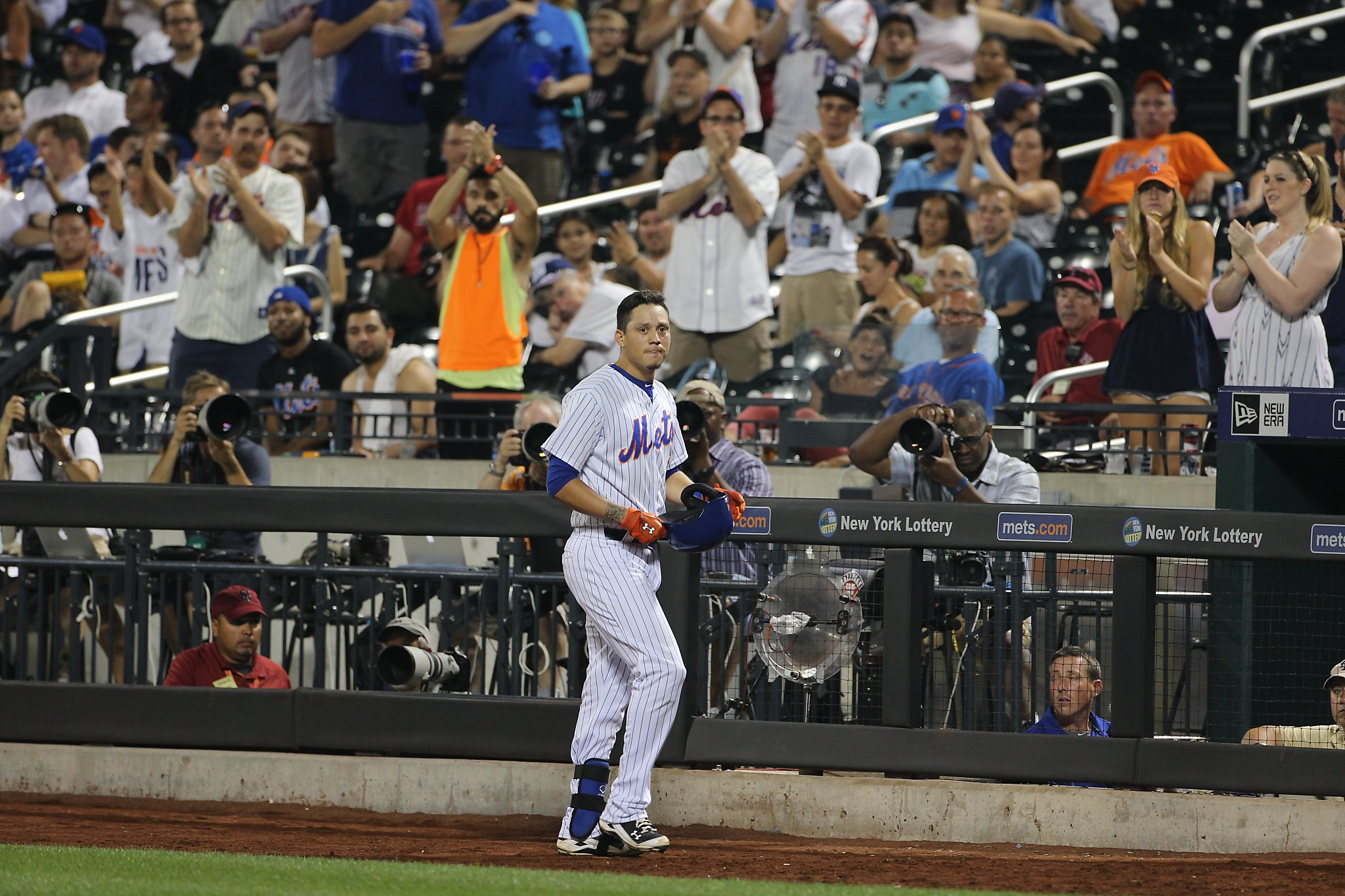 Giants infielder Wilmer Flores recalls tears he shed for millions to see