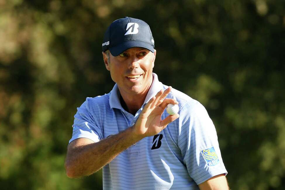 PACIFIC PALISADES, CALIFORNIA - FEBRUARY 14: Matt Kuchar of the United States acknowledges the crowd after making a par on the 12th green during the second round of the Genesis Invitational at Riviera Country Club on February 14, 2020 in Pacific Palisades, California. (Photo by Harry How/Getty Images)