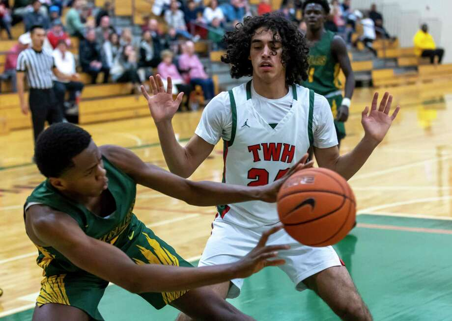 FILE PHOTO — The Woodlands forward Andres Pallares (24), shown here during a game against Klein Forest, scored the winning basket against Oak Ridge on Friday. Photo: Gustavo Huerta, Houston Chronicle / Staff Photographer / Houston Chronicle © 2020