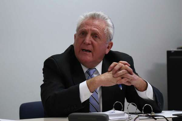 Mayor Harry Rilling shares his thoughts on the school administration.