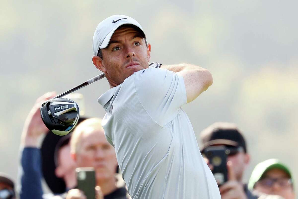 PACIFIC PALISADES, CALIFORNIA - FEBRUARY 15: Rory McIlroy of Northern Ireland plays his shot from the ninth tee during the third round of the Genesis Invitational at Riviera Country Club on February 15, 2020 in Pacific Palisades, California. (Photo by Chris Trotman/Getty Images)
