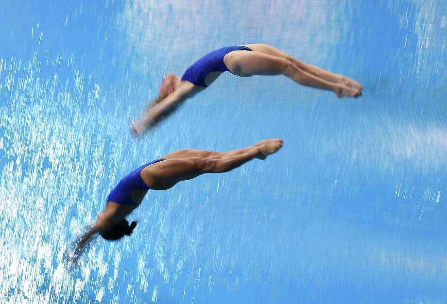 MADRID, SPAIN - FEBRUARY 16: Kassidy Cook and Sarah Bacon of United States dive in the Women 3m Synchro Final during the XXVI FINA Diving Grand Prix on February 16, 2020 in Madrid, Spain. Photo: Denis Doyle, Getty Images / 2020 Getty Images