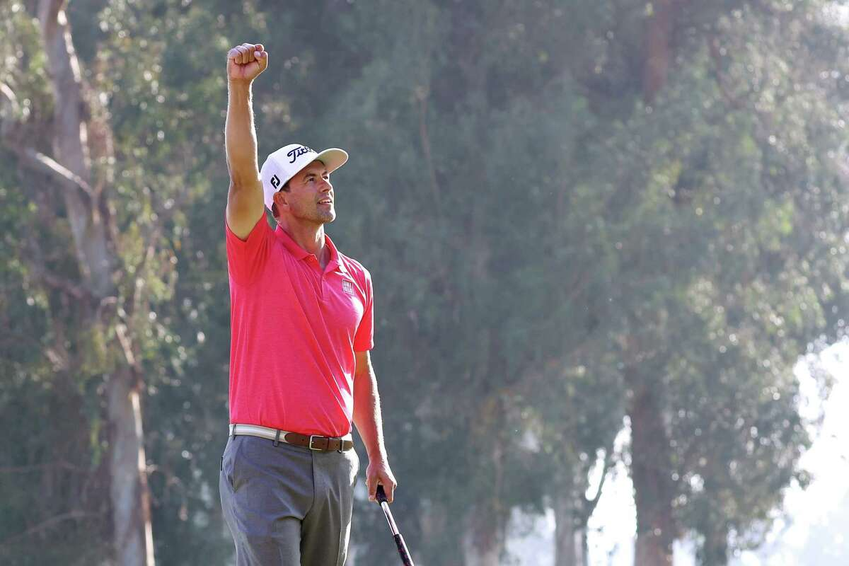 PACIFIC PALISADES, CALIFORNIA - FEBRUARY 16: Adam Scott of Australia celebrates making a par on the 18th green to win the Genesis Invitational on February 16, 2020 in Pacific Palisades, California. (Photo by Chris Trotman/Getty Images)