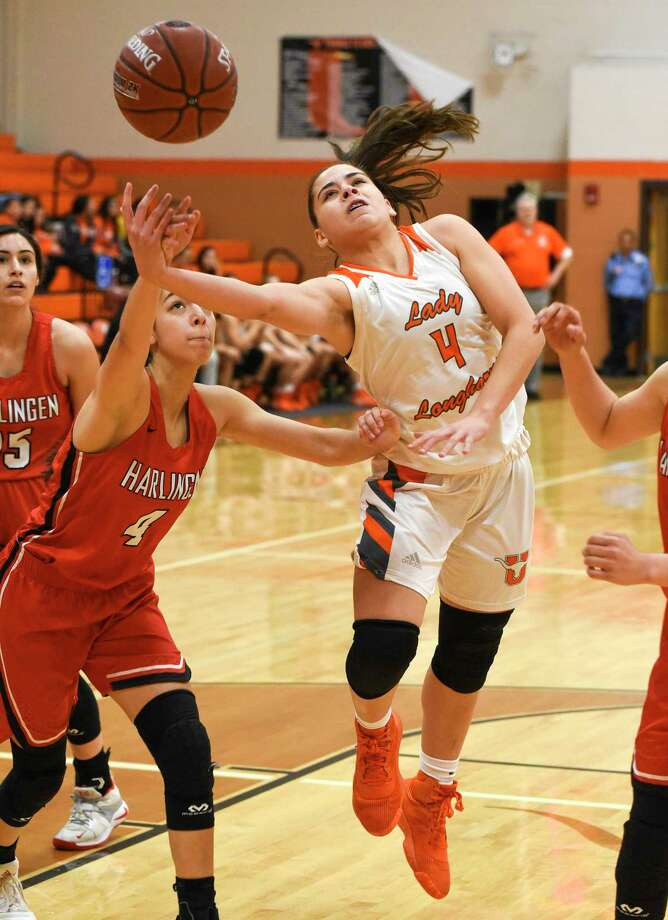Evelyn Quiroz and the Lady Longhorns open postseason play at 7 p.m. Monday against Nikki Rowe in Roma. Photo: Danny Zaragoza /Laredo Morning Times / Laredo Morning Times