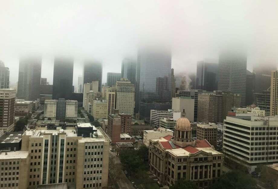 Fog hangs over downtown Houston Monday, Feb. 17, 2020. Photo: Melissa Phillip, Houston Chronicle / Houston Chronicle