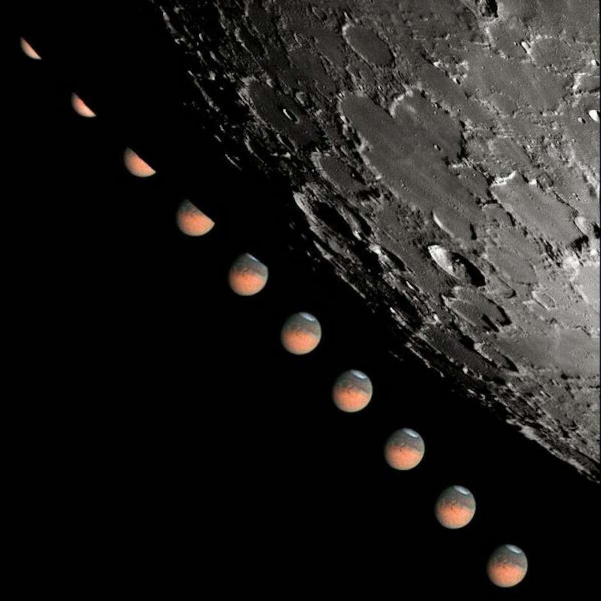 Ron Dantowitz took this image in Bonita Springs, Florida, during the June 2003 Mars occultation event.
