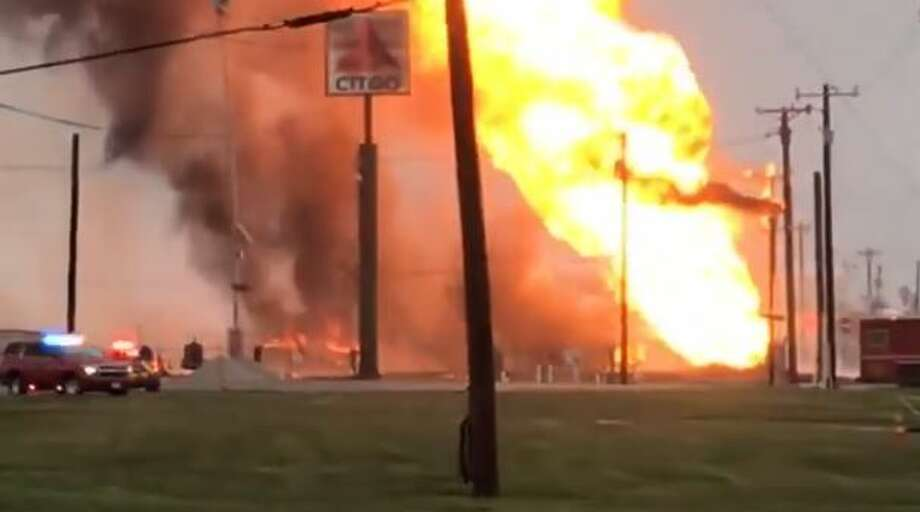 A natural gas line explosion in Corpus Christi temporarily shut down part of Interstate 37 and some nearby facilities at the Port of Corpus Christi to halt activities. Photo: Cherri Guerra / KIII-TV