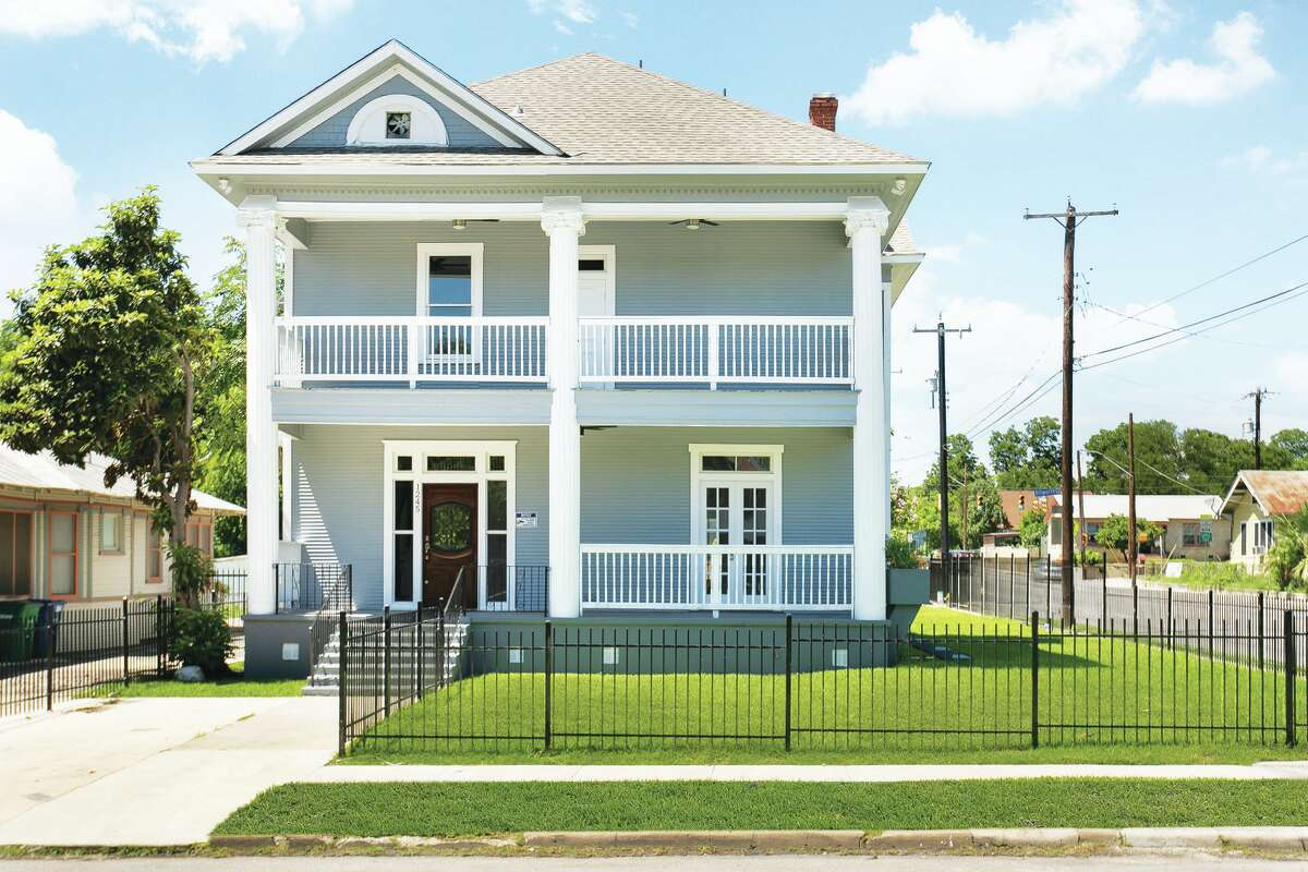 1245 Virginia Blvd, San Antonio, Texas This Beauty is a true definition of bringing a home back to its former glory! Newly renovated with grandeur and quality craftsmanship, this home is the perfect blend of timeless features and contemporary convenience! Built in 1940, this home features its original Hard wood floors, cozy fireplace, and wall unit built-ins! Another Historic San Antonio Beauty just a stone throw away for downtown!