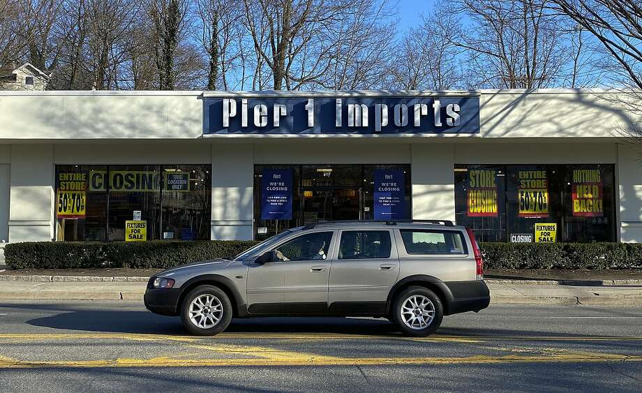 Pier 1 Imports plans to close half of its 14 Houston-area stores as it winds its way through bankruptcy.>>>PHOTOS: The 50 biggest retailers in America... Photo: Julie Jacobson, Associated Press