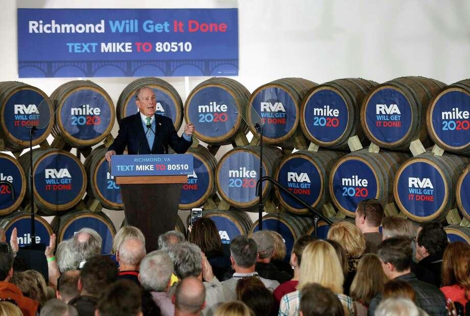 El precandidato presidencial Mike Bloomberg habla durante un evento de campaña en Hardywood Park Craft Brewery en Richmond, Virginia, el sábado 15 de febrero de 2020. Photo: James H. Wallace /Associated Press / Richmond Times-Dispatch