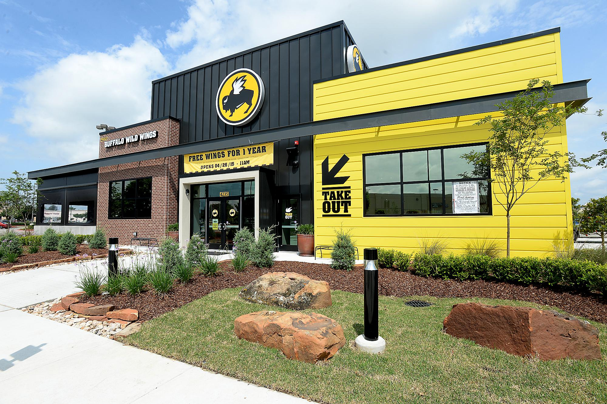 Buffalo Wild Wings, facing fallout from foul Astros tweet, shows perils of social media