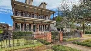 Houston Heights East Historic District :  1618 Arlington Street        List   price : $1.4 million       Square   feet : 4,058