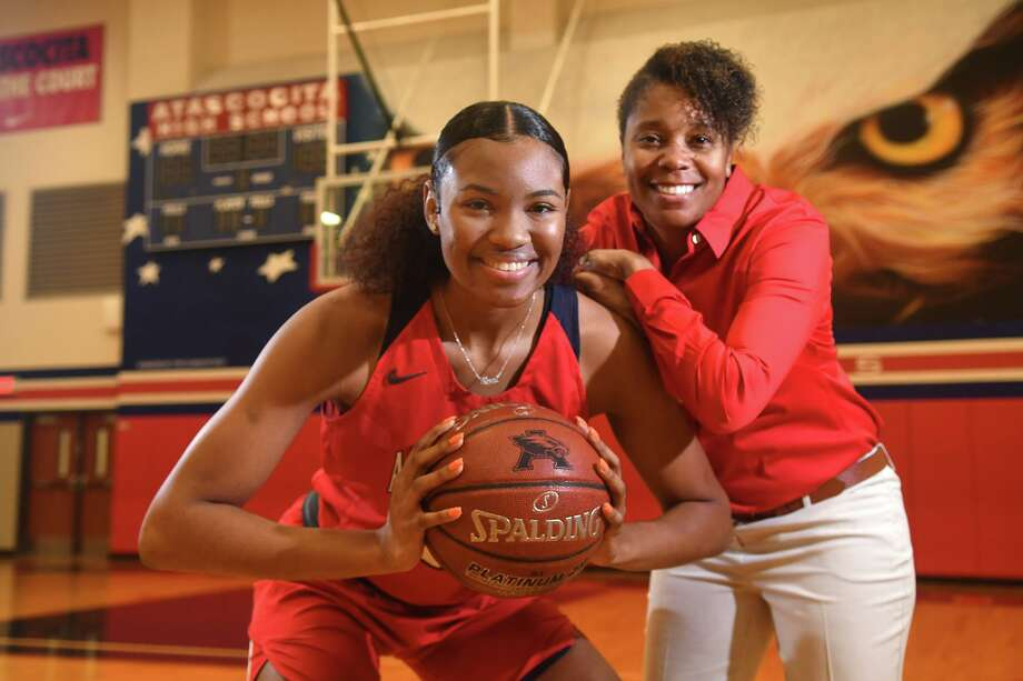 Atascocita senior post Elyssa Coleman was named district MVP this week. Here, she poses with girls basketball coach Veronica Johnson in the AHS gym on Jan. 6, 2020. Photo: Jerry Baker, Houston Chronicle / Contributor / Houston Chronicle
