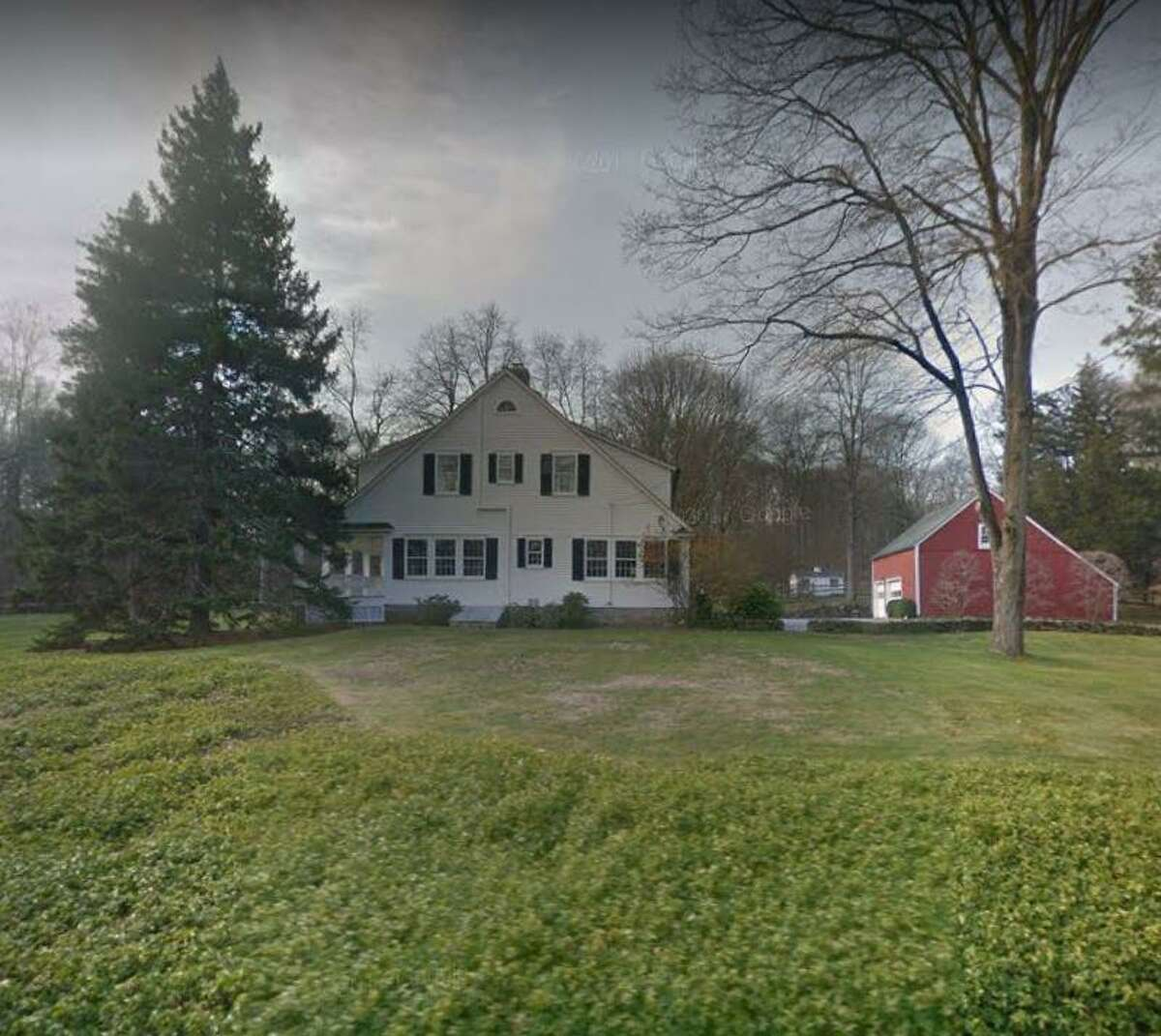 A home at 58 Valley Road in New Canaan, Connecticut sells for $1,727,230.