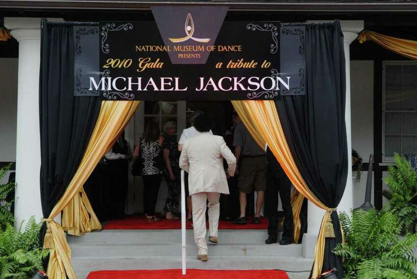Guests arrive for the ceremony to induct Michael Jackson into the Mr. & Mrs. Cornelius Vanderbilt Hall of Fame at the National Museum of Dance in Saratoga Springs on Sunday, Aug. 15, 2010. (Paul Buckowski / Times Union)