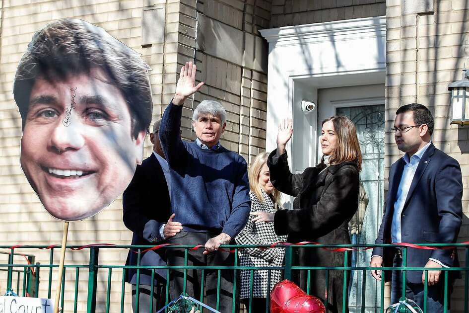 """Former Illinois governor Rod Blagojevich (L) and his wife Patricia Blagojevich wave to supporters outside of their house on February 19, 2020 in Chicago, Illinois. - President Donald Trump on February 18, 2020 commuted the sentence of a former Illinois governor jailed for corruption, as well as pardoning a New York City police chief imprisoned for tax fraud. Pardons were also handed out to Edward DeBartolo Jr, a former owner of the San Francisco 49ers football team, and Michael Milken, a well-known financier dubbed the """"junk bond king"""" who pleaded guilty in 1990 to securities and tax fraud. (Photo by KAMIL KRZACZYNSKI / AFP) (Photo by KAMIL KRZACZYNSKI/AFP via Getty Images)"""