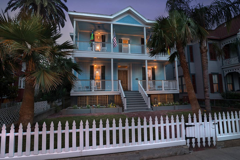 Galveston Airbnbs to book this spring break