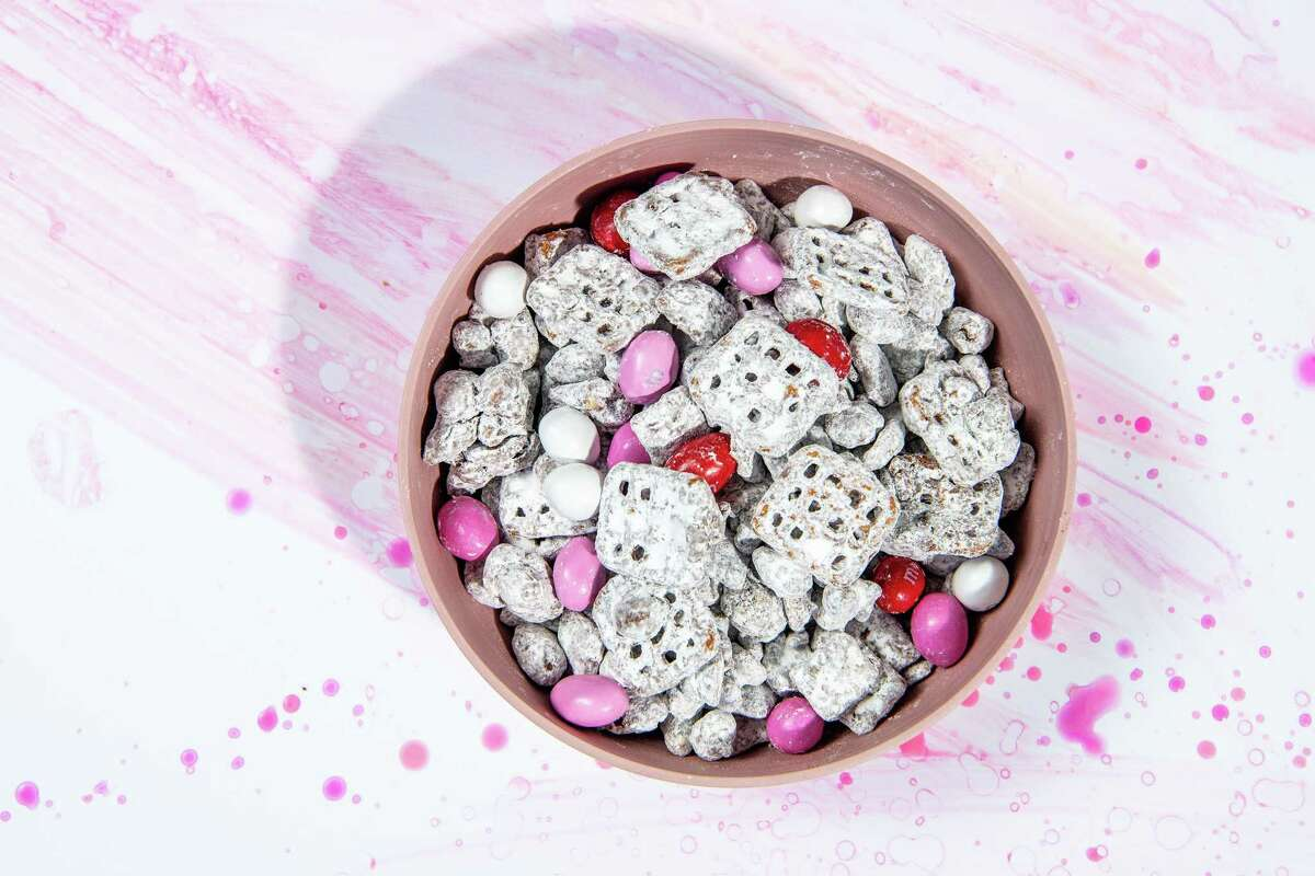 Set out this salty-sweet snack in a bowl for parties or package in gift bags. (Mariah Tauger/Los Angeles Times/TNS)