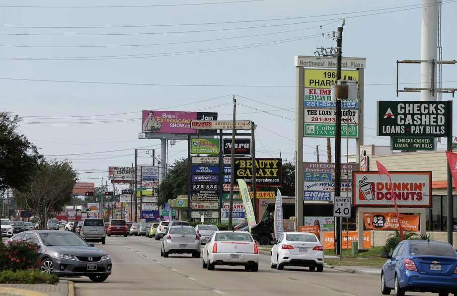 Traffic moves along FM1960 near I-45 Friday, Dec. 28, 2018, in Houston. This area of FM 1960 is also named Cypress Creek Parkway. Photo: Melissa Phillip, Houston Chronicle / Staff Photographer / © 2018 Houston Chronicle
