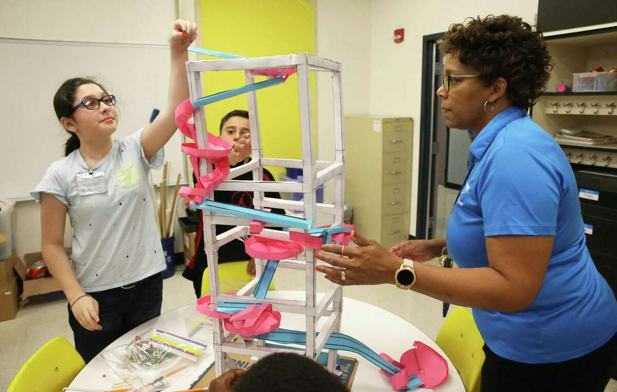 Teacher Vickie Coleman lends her hand to help in a project tryout in the STEAM classroom at Miller's Point Elementary School on Nov. 14, 2019.