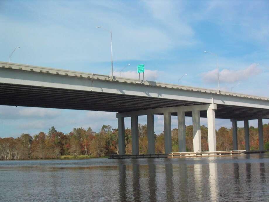 Orange County, TX. 12/2004. The Interstate 10 bridge linking Texas' Orange County and Louisiana's Calcasieu Parrish. LOUIS B. PARKS : CHRONICLE Photo: LOUIS B. PARKS / Houston Chronicle / Houston Chronicle