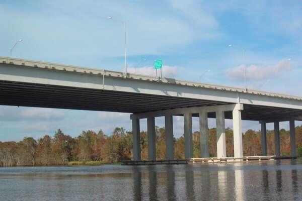 Orange County, TX. 12/2004. The Interstate 10 bridge linking Texas' Orange County and Louisiana's Calcasieu Parrish. LOUIS B. PARKS : CHRONICLE