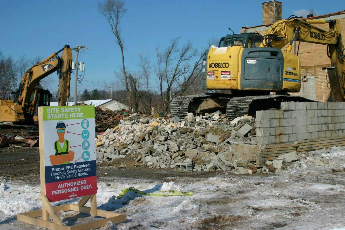 Demolition has begun on the former Jerry's grocery store site in Baldwin. Midwest V, LLC., plans to build a new Dollar General Store on the site. (Star photo/Cathie Crew)