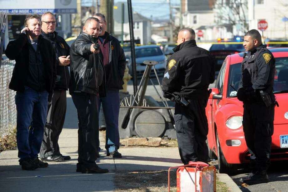 Bridgeport Police investigate the scene around the intersection of Kossuth and Jane Streets where a man was shot to death in Bridgeport, Conn. Feb. 14, 2020. Photo: Ned Gerard / Hearst Connecticut Media