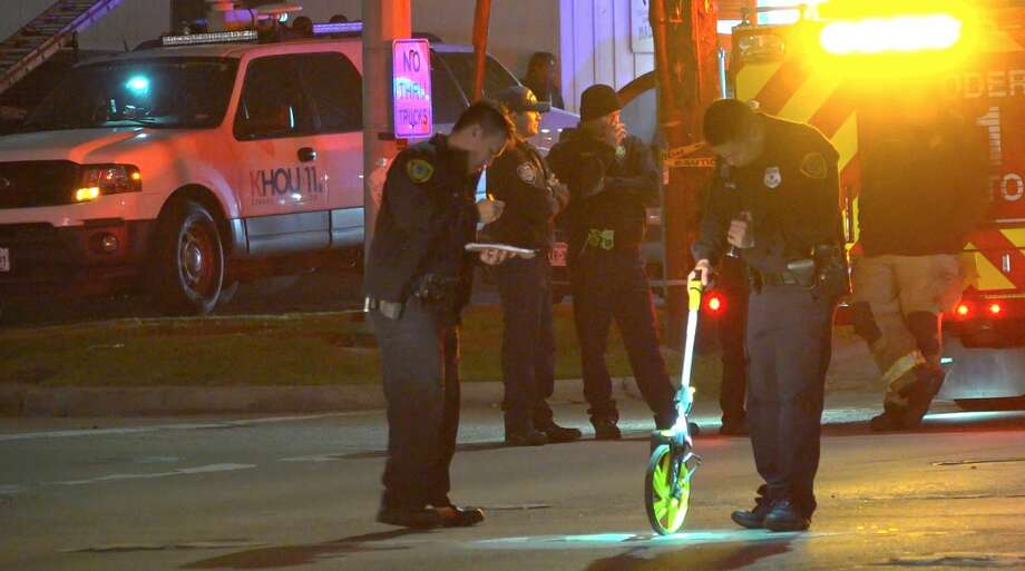 Houston police officers investigate a deadly hit-and-run auto-pedestrian colission in the 7100 block of Airline near Rittenhouse on Wednesday, Feb. 19, 2020. Photo: OnScene.TV