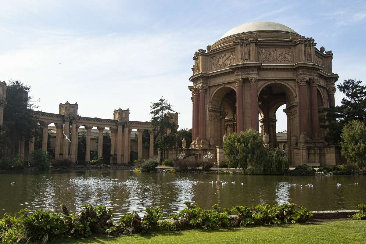 There were 572 people who attended the 1976 presidential debate at Palace of Fine Arts in San Francisco. Another 1,000 people protested outside.