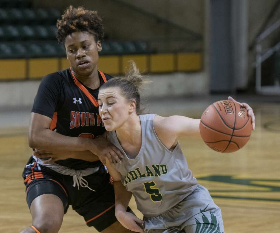 Midland College's Grace Beasley drives to the basket as South Plains' Asia McCoy tries to defend 02/20/19 at the Chaparral Center. Tim Fischer/Reporter-Telegram Photo: Tim Fischer/Midland Reporter-Telegram