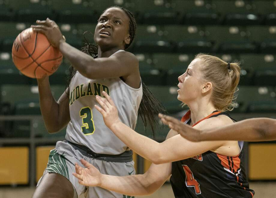 Midland College's Mary Nyakundi looks for a shot as South Plains' Johanna Teder defends 02/20/19 at the Chaparral Center. Tim Fischer/Reporter-Telegram Photo: Tim Fischer/Midland Reporter-Telegram