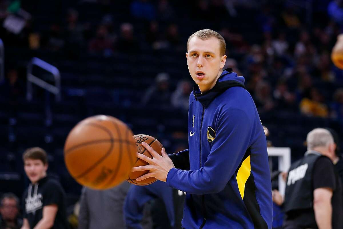 SAN FRANCISCO, CALIFORNIA - DECEMBER 27: Alen Smailagic #6 of the Golden State Warriors warms up before the game against the Phoenix Suns at Chase Center on December 27, 2019 in San Francisco, California. NOTE TO USER: User expressly acknowledges and agre