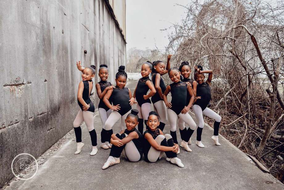 Brandie Perry of Bee Photography captured these images of dancers from Beaumont iRule Dance Studio. The images of the young friends eventually went viral. Photo: Brandie Perry / BPhotograghy