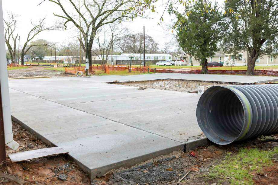 A new concrete slab was poured in front of the basketball court at MLK Park in Willis, Thursday, Feb. 20, 2020. Construction is expected to be completed by March 5. Photo: Gustavo Huerta, Houston Chronicle / Staff Photographer / Houston Chronicle © 2020