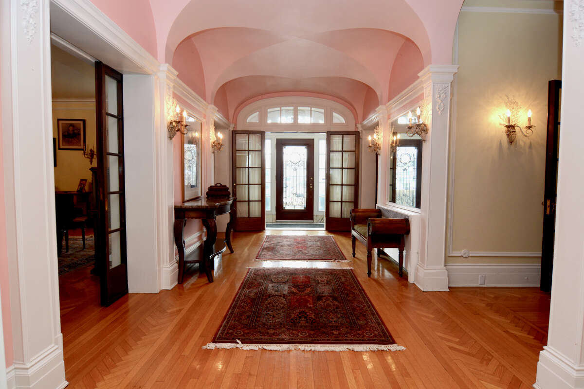 House of the Week: 345 Guy Park Ave., Amsterdam | Realtor: Cathy LiBecci of Howard Hanna | Discuss: Talk about this house