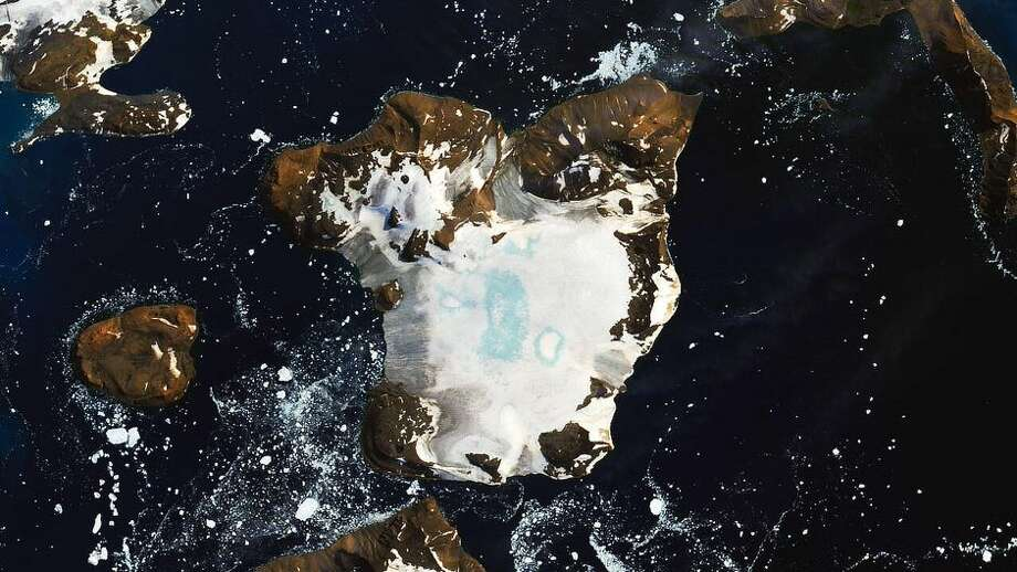 This satellite image from Feb. 13 shows extensive melting of the the ice cap on Eagle Island in Antarctica. Photo: Joshua Stevens/Landsat Data From The USGS/GEOS-5 Data/NASA GSFC