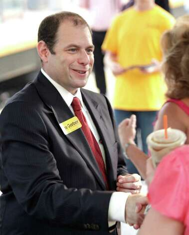 Ross Garber, a Republican running for attorney general, greets voters at the Stamford Metro-North train station August 5, 2010. Photo: Chris Ware / The News-Times