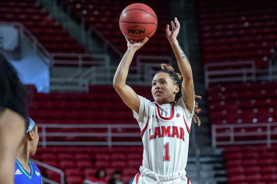 Jadyn Pimentel (1) puts up a shot from the top of the key in the second half as the Lady Cardinals of Lamar battled the Islanders of Texas A&M-Corpus Christi on Saturday, February 22, 2020. Fran Ruchalski/The Enterprise Photo: Fran Ruchalski/The Enterprise / 2019 The Beaumont Enterprise