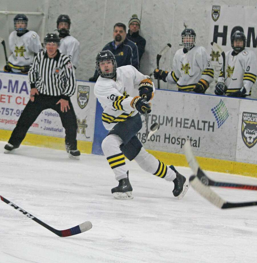Manistee hockey topped Grand Rapids Northview5-4 at home on Saturday. Photo: Kyle Kotecki/News Advocate