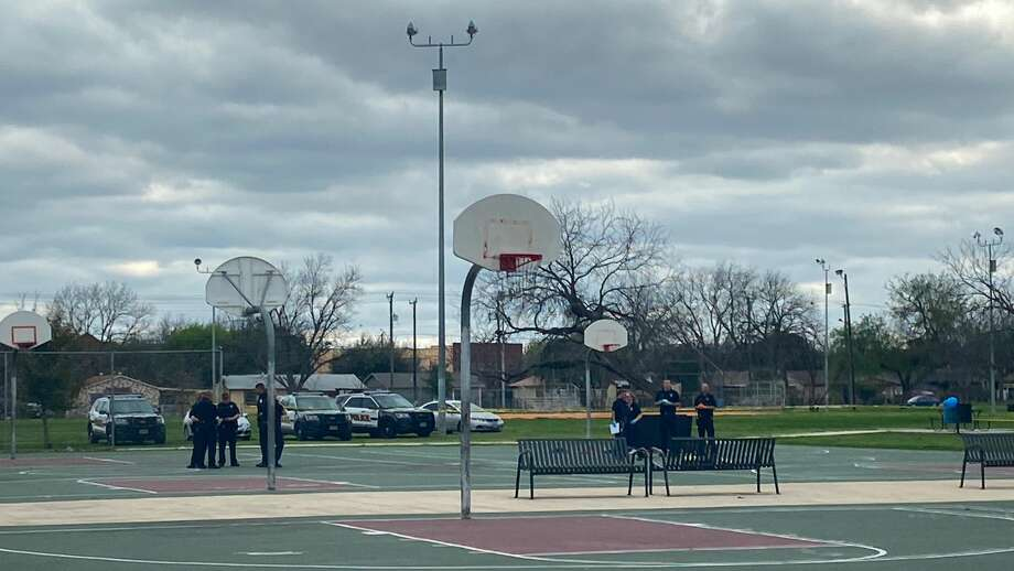 San Antonio police investigate a fatal shooting on the West Side Sunday, Feb. 23, 2020. Photo: Ashley McBride