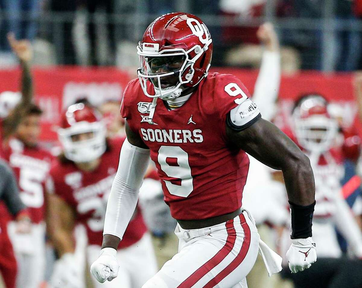 Oklahoma linebacker Kenneth Murray is entering the NFL draft after earning third-team All-America honors as a junior.