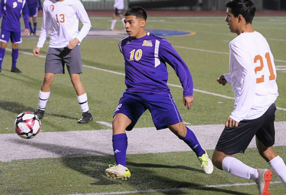 Henry Costilla and LBJ are currently first in Distrcit 29-6A with 13 points. Photo: Danny Zaragoza /Laredo Morning Times / Laredo Morning Times
