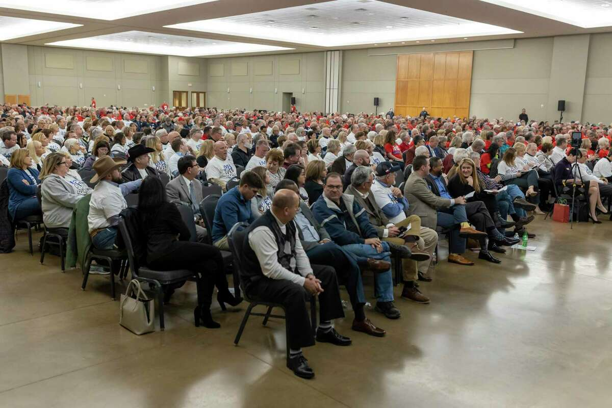 An estimated 1,000 residents between Lake Conroe and Lake Houston attend a SJRA meeting in both support and against the seasonal lowering of Lake Conroe, at the Lone Star Convention Center in Conroe, Thursday, Feb. 20, 2020.